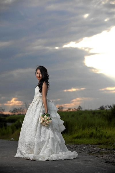 Bridal Portraits photography by LIT Photo Studio