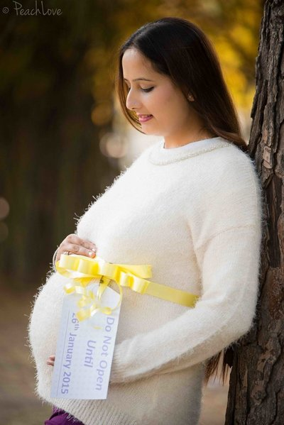 Maternity photography by PeachLove Photography