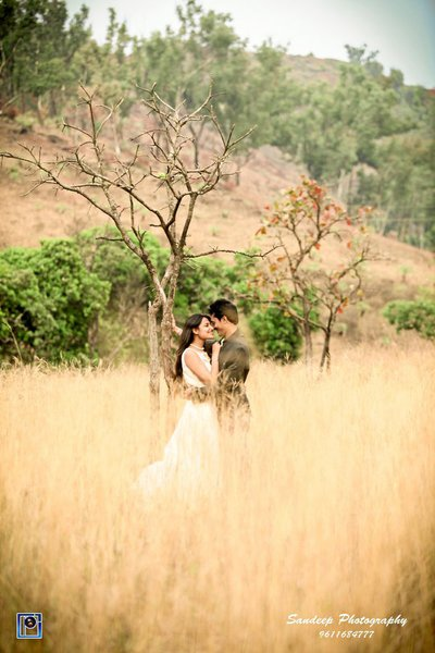 Pre-wedding photography by Photo Corner